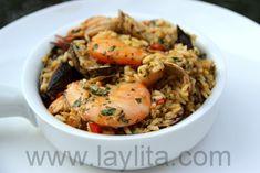 Le riz aux fruits de mer est un plat sud-américain similaire à la paëlla espagnole, fait à partir de riz cuit dans un bouillon de fruit de mer et épices.
