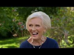 Classic Mary Berry: How To Make Eggs Benedict (Episode Mexican Breakfast Recipes, Breakfast Menu, Breakfast Ideas, Eggs Benedict Florentine, Mary Berry Cooks, Venison Meatballs, English Dishes, Merry Berry, How To Make Eggs
