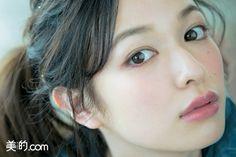 下まつげのボルドーマスカラでイノセントかわいく下まつげのマスカラをボルドーに替えると、外国人の子供のようなあどけない雰囲気が出て、愛らしさがアップ。白目のクリア感も際立ちます。 HOW TO MAKE UP... Asian Makeup, Eye Makeup, Hair Makeup, Stunning Women, Beautiful Asian Women, Korean Beauty Girls, Japanese Makeup, Japan Model, Cute Beauty