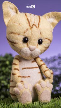 Neste curso, você vai aprender a produzir sete modelos diferentes de gatos em 2D e 3D, além de roupinhas e fantasias para deixá-los ainda mais fofos, com opções de costuras à mão ou à máquina. Tem raça de gatinho para todo gosto: Burmês, Exótico, Siamês, American Wirehair, Snowshoe e, como não podia faltar, os vira-latas.