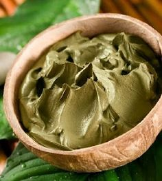 How to make a green clay facial mask at home