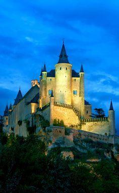 Alcazar of Segovia, Castilla y Leon, Spain        10 Most Beautiful Castles in Europe