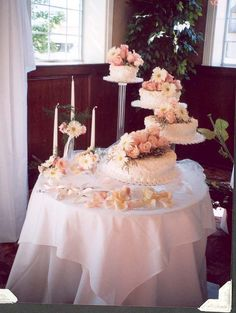 Wedding Cake Table | Cake Magazine