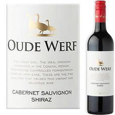 Heldere robijnrode kleur en sappige aroma's van braambessen, kersen, rood fruit en kruiden in het glas. We proeven een toegankelijke rode wijn vol met sappig rood fruit, heel rijpe tannines in de afdronk wat hem heel smooth en easy maakt.  Druiven worden omringd met liefde en wijnen worden gemaakt met veel zorg. Dat proef je in deze wijn, een fijne Zuid-Afrikaanse wijn die meer dan lekker is.