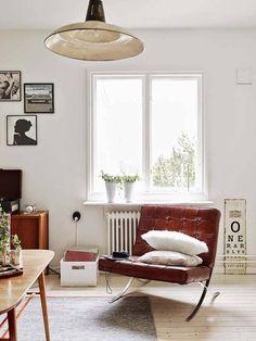 男女問わず人気の北欧モダン部屋。モノトーンやアートを飾った、北欧独特のおしゃれなセンスのシンプルなお部屋は、今もっともトレンドのインテリアスタイルです。 今回は海外のインテリアブログ、one kindesign で公開さ …