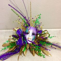 Table-top Mardi Gras Source For more pins visit our homepage Mardi Gras Centerpieces, Mardi Gras Decorations, Mardi Gras Wreath, Mardi Gras Beads, Mardi Gras Carnival, Mardi Gras Party, 3 4 Face, Masquerade Party, Party Themes
