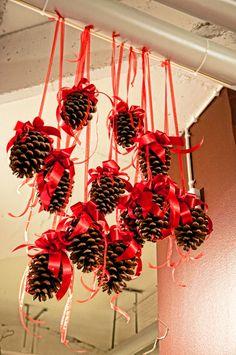 Una forma sencilla, divertida y elegante para decorar tu hogar en Navidad. Busca también en www.decoracienporcien.com