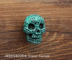 Elegant Emerald Steampunk Skull Resin Knobs Dresser knobs cabinet Dresser Knobs pull Drawer Pull Dimension: 1.45 x 1.1 (37x28mm) Height: 1.2 (30mm) Diameter of Basement: 0.7 (18mm) Material: Zinc Alloy(Australia 3#), Resin One screw is included, Length 25mm. Diameter of drilling hole: M4