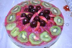 Tort de fructe cu mousse de iaurt si frisca