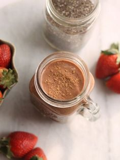 the perfect healthy breakfast! Chocolate Strawberry Smoothie, Chocolate Strawberries, Covered Strawberries, Smoothie Drinks, Healthy Smoothies, Blueberry Topping, Healthy Sweet Treats, Yummy Drinks, Food Print