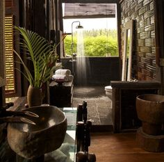Woow rilaxe shower bathroom with natural decor