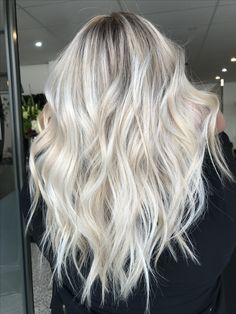 Blonde balayage, long hair, cool girl hair ✌️ Lived in hair colour Blonde bronde brunette golden tones Balayage face framing blonde Textured curls