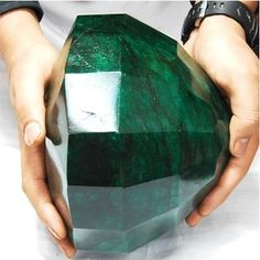 "{Oh. My. God.}  ""Cleopatra Emerald"" - 40,175 carts (cts) making it the largest emerald in the world"