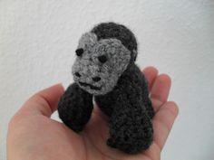 Pocket Gorilla - Free Amigurumi Pattern here: http://ashleikka.blogspot.com.es/2011/11/pocket-gorilla.html