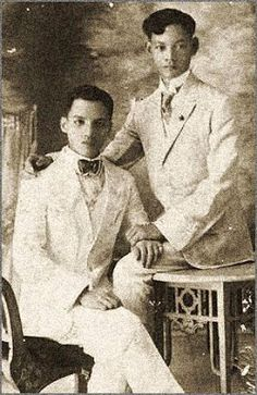 Homo History: More Vintage Photographs of Gay Couples! Vintage Black Glamour, Vintage Love, Vintage Men, Vintage Photographs, Vintage Photos, Japanese Couple, Tours Of England, Filipino Culture, Vintage Couples