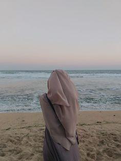 Niqab Fashion, Modest Fashion Hijab, Casual Hijab Outfit, Muslim Fashion, Fashion Outfits, Hijabi Girl, Girl Hijab, Beautiful Hijab Girl, Beautiful Sky