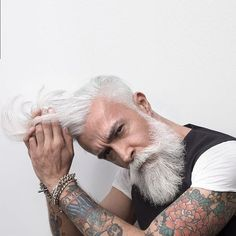 Model: @alessandro_manfredini #badass_beards