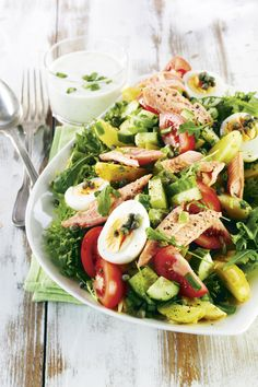 Savukalasalaatti ja yrttikastike - Salad with smoke salmon and herb dressing (Baking Salmon Salad) Clean Recipes, Wine Recipes, Salad Recipes, Healthy Recipes, Food N, Good Food, Food And Drink, Smoked Salmon Salad, Healthy Cooking