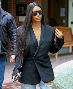 Celebrity Style   海外セレブ最新ファッション情報 : 【キム・カーダシアン】スーツジャケット×ダメージデニムの辛口スタイル!口ピアスをしてお出かけ!