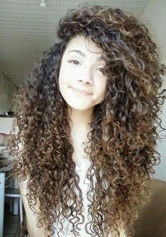 Love her hair I am starting to let my hair grow I hope my curls end up like hers Hair Styles 2016, Curly Hair Styles, Natural Hair Styles, My Hairstyle, Pretty Hairstyles, Long Layered Curly Hair, Big Hair, Gorgeous Hair, Hair Looks