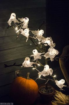 Looove this!! DIY Ping Pong Ball Ghost Lights with spooky Halloween tree | unOriginalMom.com