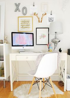 You won't mind getting work done with a home office like one of these. See these 20 inspiring photos for the best decorating and office design ideas for your home office, office furniture, home office ideas Home Office Space, Office Workspace, Home Office Design, Home Office Decor, Office Ideas, Desk Space, Study Office, Office Spaces, Workspace Inspiration