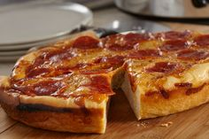 Create a pie as deep as your love for pizza when you try the Slow-Cooker Pepperoni Pizza recipe. Slow-Cooker Pepperoni Pizza lets you create the pizza of your cheese-loving dreams slowly, evenly—and without turning on your oven! Slow Cooker Recipes, Crockpot Recipes, Copycat Recipes, Pasta Recipes, Dinner Recipes, Refrigerated Pizza Dough, Stromboli Recipe, Calzone, Small Slow Cooker
