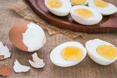 Sabe quantas calorias tem um ovo M? E se for XL? Boiled Egg Diet, Boiled Eggs, Vitamin B12, Parfait, Masterchef, Breakfast, Health, Food, Technology