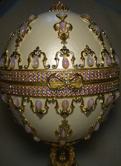 Fabergé Eggs: The brilliantly bejeweled Easter eggs of century Russian artist Peter Carl Faberge are a hallmark of miniaturist engineering and craftsmanship. Tsar Nicolas Ii, Fabrege Eggs, Imperial Russia, Egg Art, Egg Decorating, Russian Art, Objet D'art, Art Object, Mason Jars