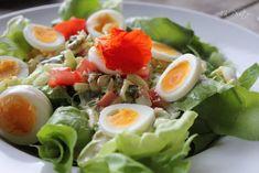 Grüner Salat mit Eiern, Tomaten, Salatgurke und cremigen Dijonsenf-Dressing, Salat mit Tunfisch und Ei und Dijonsenf, raffiniert und lecker. Und hier ist das Rezept http://wolkenfeeskuechenwerkstatt.blogspot.de/2011/08/gruner-salat-mit-eiern-tomaten.html