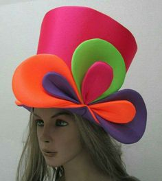 Discover thousands of images about Publica tu búsqueda - Indumentaria - FEMENINA Mad Hatter Top Hat, Mad Hatter Tea, Mad Hatters, Crazy Hat Day, Crazy Hats, Alice In Wonderland Hat, Wonderland Party, Foam Wigs, Clown Party