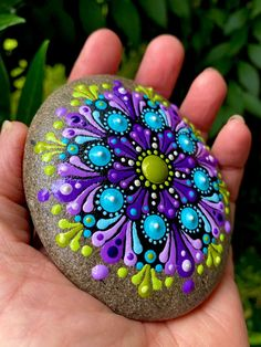 Wall Painting Flowers, Easy Flower Painting, Rock Painting Ideas Easy, Dot Art Painting, Rock Painting Designs, Mandala Painting, Mandala Art, Stone Painting, Mandala Canvas