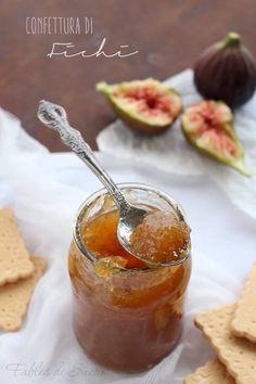 La confettura di fichi fatta in casa è semplice, genuina e molto buona. Ideale per la colazione, per la crostata o per la merenda dei bambini.
