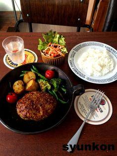 【簡単!!工程写真付】父の日に*本気のあらびきハンバーグ(ひき肉+豚こまで) |山本ゆりオフィシャルブログ「含み笑いのカフェごはん『syunkon』」Powered by Ameba