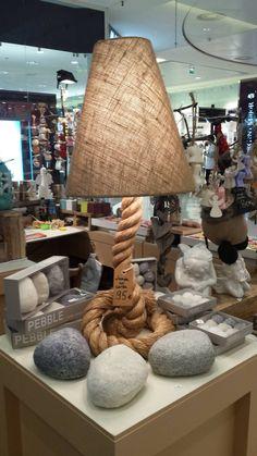 Lampe corde et bougies en forme de galet
