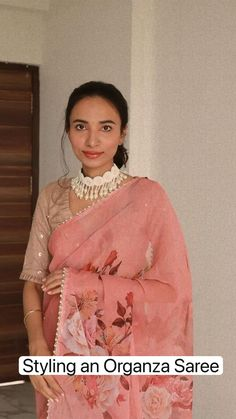 Silk Saree Banarasi, Organza Saree, Turban Style, Saree Styles, Indian Beauty, Turban Fashion, Beauty Hacks, Sari, Clothes