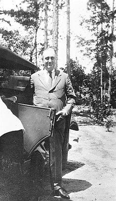 FDR standing by a car in Warm Springs, Georgia (1929) ❤✿♡❁❤❤❤❤✿♡❁❤  http://en.wikipedia.org/wiki/Franklin_D._Roosevelt    http://www.fdrlibrary.marist.edu/