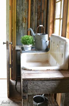 potting shed sink ~~ Faded Charm: ~Spring Cleaning~whoa! i have this exact sink for my shed! Garden Sink, Garden Pots, Garden Sheds, Garden Benches, Rustic Gardens, Outdoor Gardens, Greenhouse Shed, Greenhouse Gardening, Fairy Gardening
