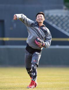右足首骨折の広島・鈴木、内川との合同自主トレを辞退「我慢してリハビリをしっかり」
