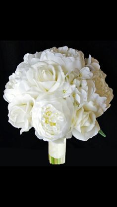 White peony and rose bouquet. Gorgeous. Romantic.