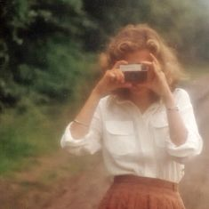 aesthetic photography Carson and Emmetts grandmother in her younger years. Carson and Emmetts grandmother in her younger years. Aesthetic Vintage, Aesthetic Girl, Aesthetic Fashion, 1970s Aesthetic, Aesthetic Women, Aesthetic Clothes, Instagram Outfits, Pic Tumblr, Film Photography