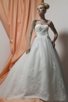 liz fields designer wedding dresses    http://www.lizfields.com/Product/Bridesmaid-Dresses/