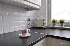 Výsledek obrázku pro bílé obklady do kuchyně Decor, Table, Blanco, Furniture, New Homes, Kitchen, Home Decor, Room, Sink