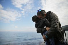 With the Syrian conflict showing no sign of ending, we look back on the risky journeys men and women fleeing the country have taken this year. O sofrimento humano, me desestrutura, me torna vunerável, me sinto muito impotente.... e isto causa me dor e tristeza......