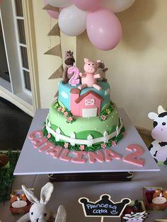 Pink Farm Cake Torta de la granja rosada Farm Birthday Cakes, 2nd Birthday Party For Girl, Animal Birthday Cakes, Cow Birthday, Farm Animal Birthday, Barnyard Cake, Farm Animal Cakes, Farm Party, Ideas Party