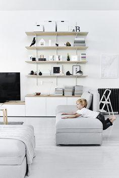 Haal Hygge in huis   IKEA IKEAnederland IKEAnl gezelligheid knus VALLENTUNA bank zitbank sofa interieur wooninterieur inspiratie wooninspiratie minimalistisch wit zwart grijs kamer woonkamer