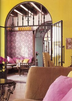 Arch  makes this room  and I love the butter colored. Walls❤❤❤