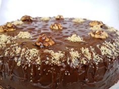 Tort cu ciocolată şi nuci Caramel, Deserts, Pudding, Food, Sticky Toffee, Candy, Custard Pudding, Essen, Postres