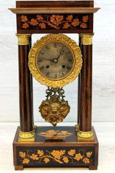 Column mantel clock with gilt bronze ornaments and intarsia - France - circa 1880