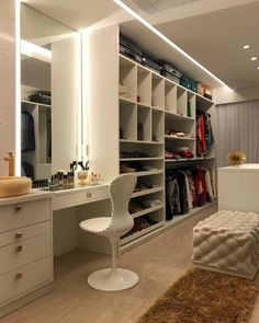 dream closets Well, you are able to take the assistance of the exceptional closet designs that weve posted today. You are fortunate enough to have a walk-in closet in your house. Dream Closet Design, Bedroom Closet Design, Room Design, Luxury Closet, Bedroom Decor, Closet Vanity, Home, Closet Decor, Bedroom Design